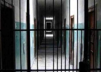 بسبب الإهمال الطبي.. وفاة معتقل مصري داخل محبسه