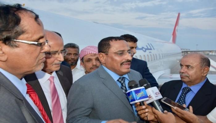 حكومة هادي: الإمارات تهرب السلاح للانفصاليين عبر موانئ اليمن