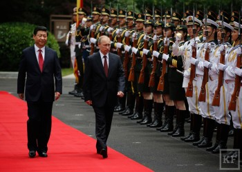هل يمكن لتحالف روسي صيني أن يحل محل أمريكا كراع لأمن الخليج؟