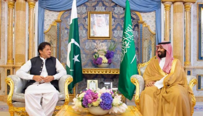 """""""خان"""" يعلن مساندة السعودية ويدين """"الهجمات التخريبية"""""""