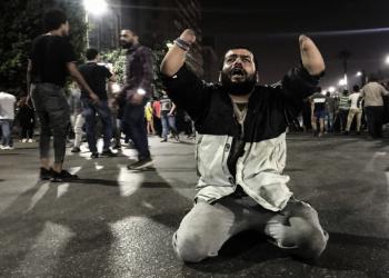 فيديو.. أيقونة مصرية جديدة تشعل حماس المتظاهرين