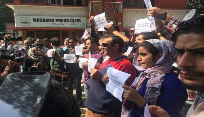 صحفيون يتظاهرون في جامو وكشمير رفضا للقيود على عملهم