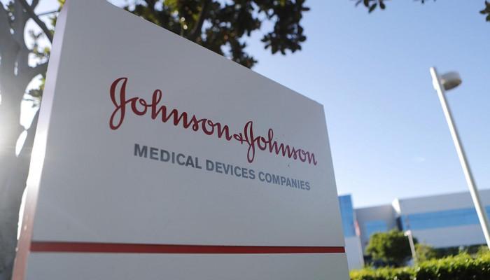 حكم بتعويض رجل 8 مليارات دولار من شركة جونسون آند جونسون