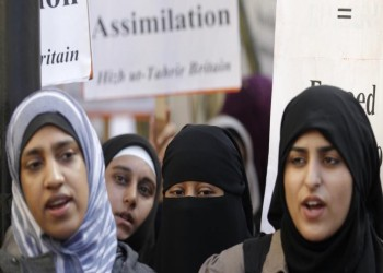 وزير فرنسي: الحجاب يتعارض مع قيمنا وعلينا تحفيز حظره