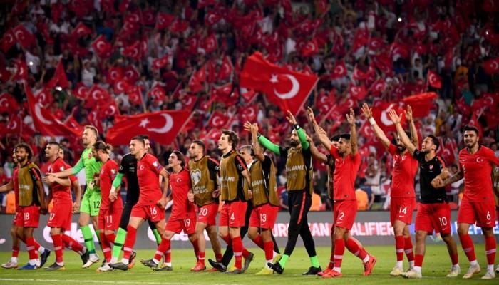التوتر السياسي يلقي بظلاله على مباراة فرنسا وتركيا بتصفيات يورو 2020