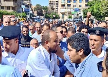السلطات المصرية تسمح للمحامي المعتقل محمد الباقر بتشييع والده