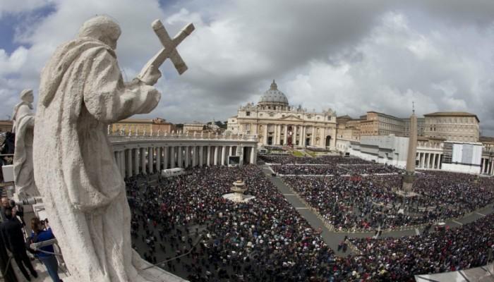 كتاب استقصائي: الفاتيكان على حافة الإفلاس