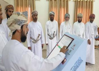 العمانيون يبدأون التصويت بانتخابات مجلس الشورى