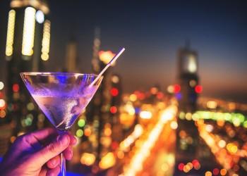 دبي تخفف قوانين الخمور لمواجهة الانهيار الاقتصادي