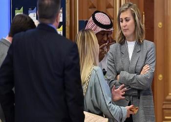 سيدات الأعمال الأجنبيات في الرياض يبتعدن عن العباءات السوداء
