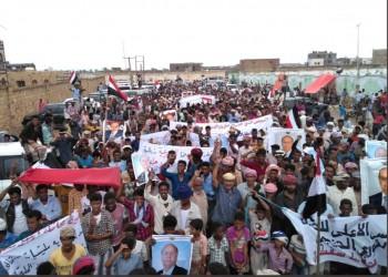 يمنيون يتظاهرون ضد الإمارات بسقطرى ويتهمونها بنشر الفوضى