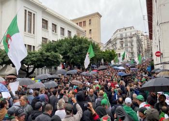 تحت المطر.. الجزائريون يتظاهرون رفضا للانتخابات الرئاسية