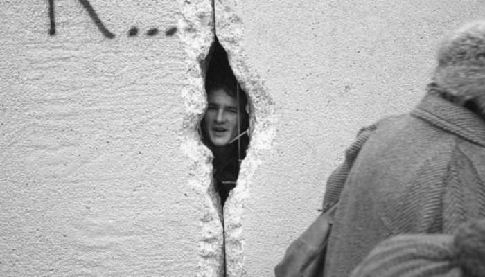 جدران جديدة بأوروبا بعد 30 عاما من هدم جدار برلين
