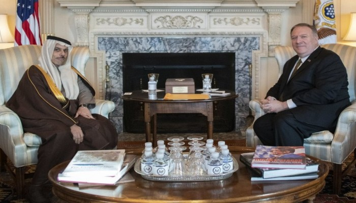 بومبيو يجري مباحثات مع نظيره السعودي بشأن اليمن وإيران