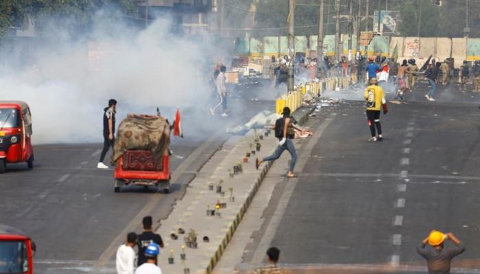 العراق يتهم طرفا ثالثا باستهداف وقتل المتظاهرين