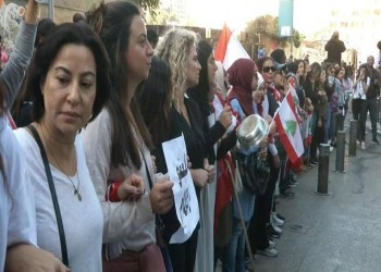 لبنان.. محتجون يطوقون مقر البرلمان ويقطعون الطرق المؤدية له
