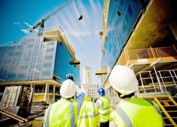 عُمان تقدم تسهيلات استثنائية للمستثمرين الأجانب