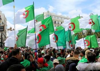 الجزائريون يصعدون احتجاجاتهم بمظاهرات ليلية