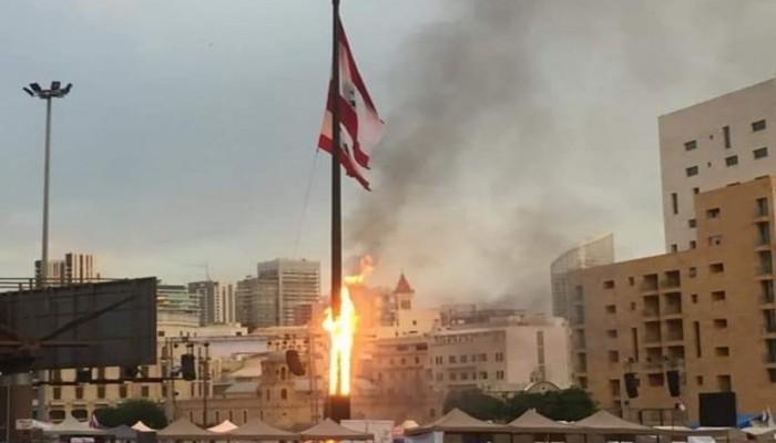 مناهضو مظاهرات لبنان يحرقون مجسم نبض الثورة