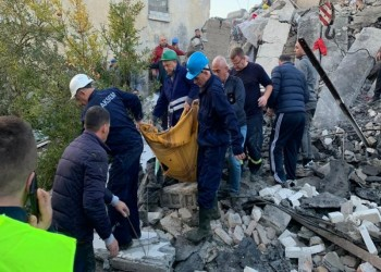 طواقم إنقاذ وأطباء أتراك يصلون إلى ألبانيا بعد زلزال قوي
