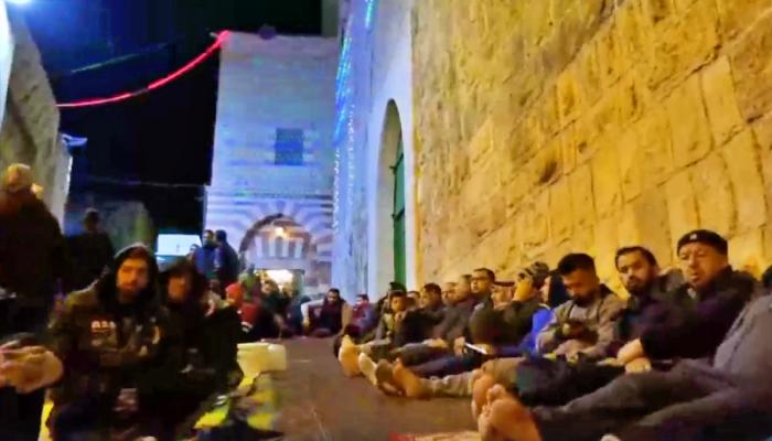 بصلاة الفجر.. آلاف الفلسطينيين يؤكدون هوية المسجد الإبراهيمي