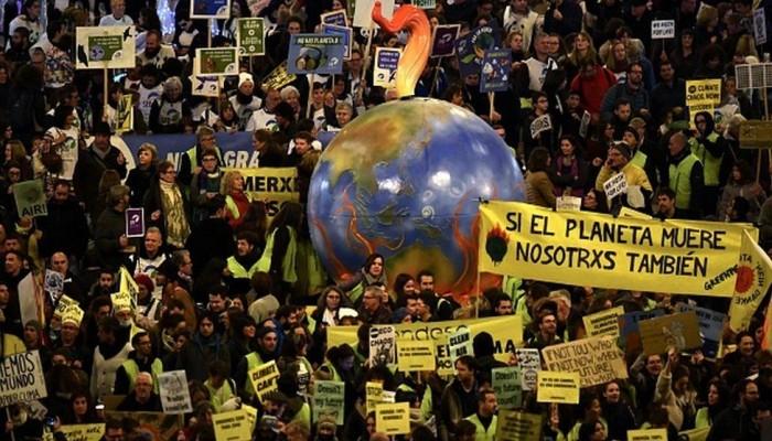 100 ألف في مسيرة من أجل المناخ بمدريد