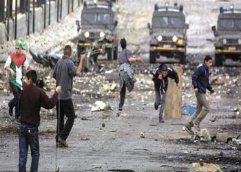 32 عاما على انتفاضة فلسطين الأولى.. كيف تواجه السلاح بحجر؟