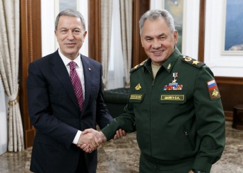 وزيرا دفاع تركيا وروسيا يبحثان هاتفيا الأوضاع شمالي سوريا