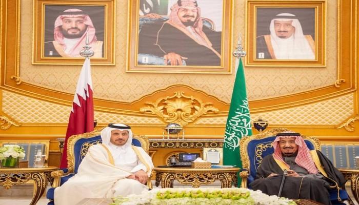 الملك سلمان يستقبل رئيس وزراء قطر لحضور القمة الخليجية