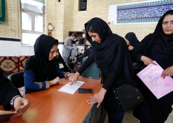 ستراتفور: العقوبات الأمريكية تزيد نفوذ المتشددين في السياسة الإيرانية