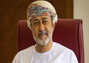 عمانيون يتداولون مقطعا طريفا عن طرد سلطانهم الجديد من المدرسة