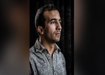 رسام مصري يفضح تعذيبه وتهديد الشرطة باغتصابه