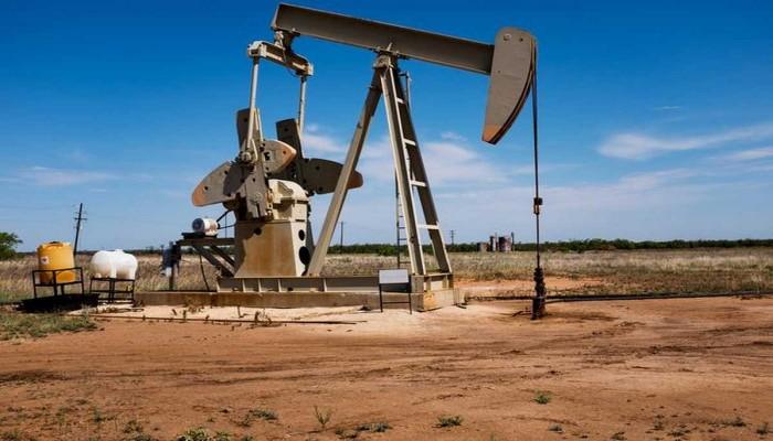 عمان تؤيد خفضا أكبر لإنتاج النفط بسبب كورونا