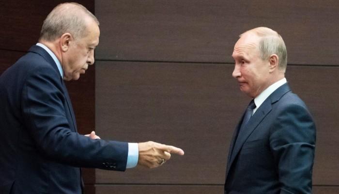 كيف توازن روسيا بين تركيا والنظام السوري في إدلب؟