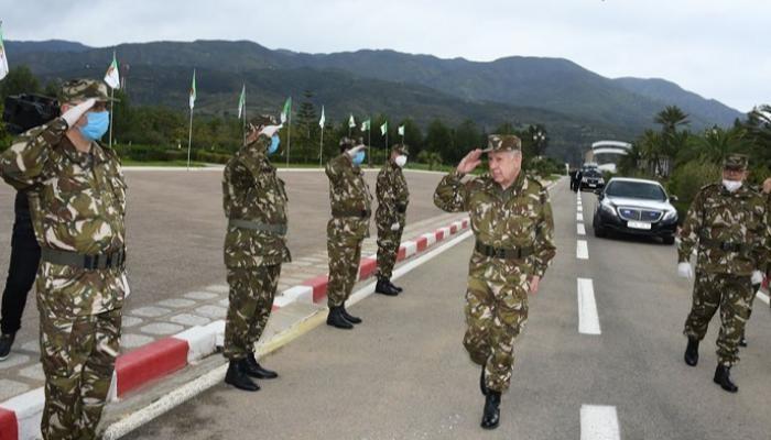ضباط جزائريون يتبرعون براتب شهر لمواجهة كورونا