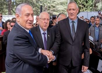 نتنياهو وجانتس يوقعان اتفاقا لتشكيل حكومة ائتلافية طارئة بإسرائيل