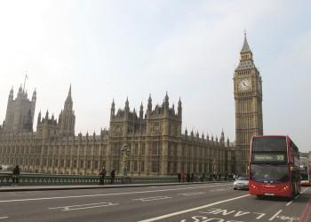 طلبات إعانة البطالة في بريطانيا تسجل أعلى مستوى منذ 1996