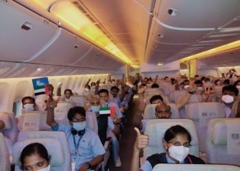 172 طبيبا وممرضا هنديا يصلون إلى دبي لمكافحة كورونا