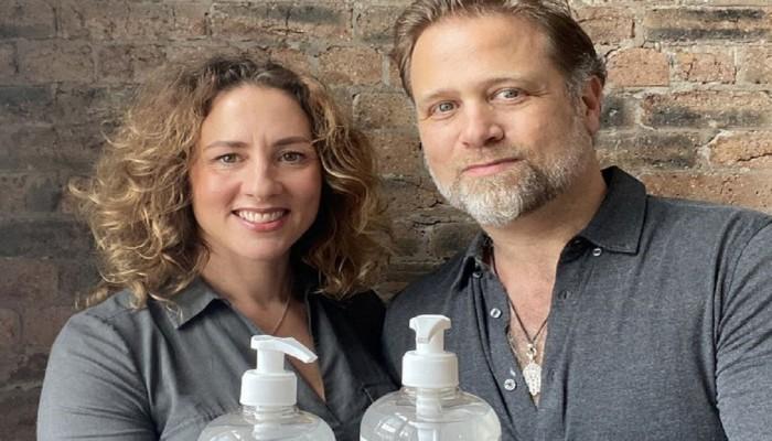 كورونا يمنح زوجين 37 مليون دولار من بيع المطهرات