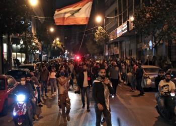لبنانيون يقطعون طرقا احتجاجا على انقطاع الكهرباء وتردي الاقتصاد