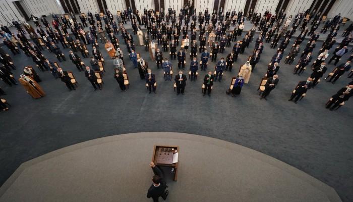 الأسد يتعرض لهبوط يوقفه عن الحديث أثناء كلمته أمام مجلس الشعب