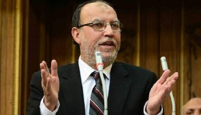 """اتهامات للسلطات بـ""""قتله إهمالا"""".. وفاة القيادي الإخواني البارز عصام العريان"""