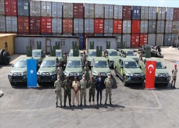 الدفاع التركية تسلم الصومال 12 مركبة رباعية الدفع