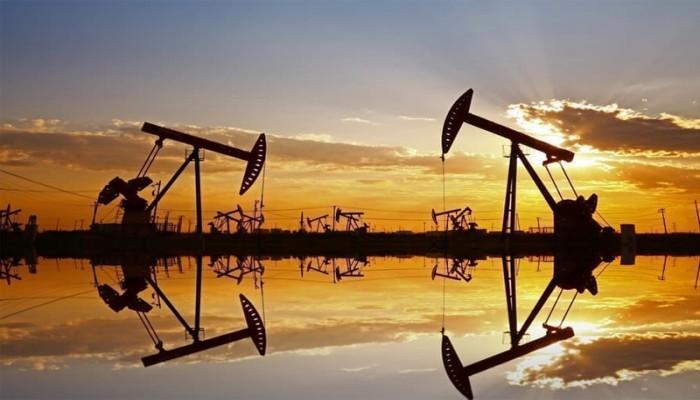 يتجه نحو خسارة أسبوعية.. هبوط النفط 3% بفعل مخاوف الطلب
