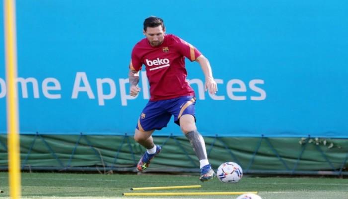 للمرة الأولى منذ أزمة رحيله.. ميسي يظهر بتدريبات برشلونة (فيديو)