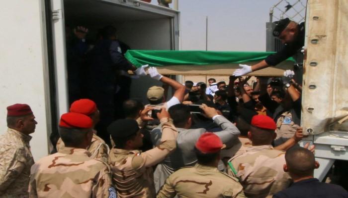 العراق يسلم الكويت رفات 20 مفقودا بينهم أسرى كويتيين