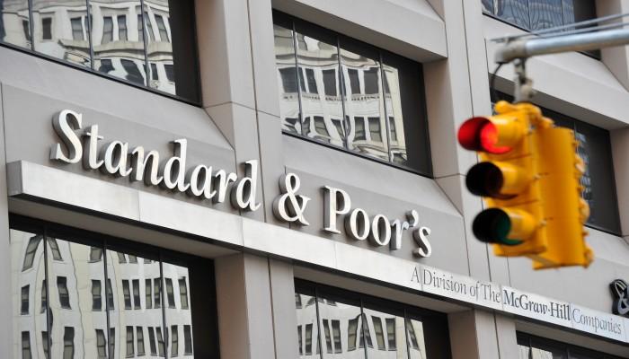 ستاندرد آند بورز تخفض تصنيف عمان الائتماني مع نظرة سلبية