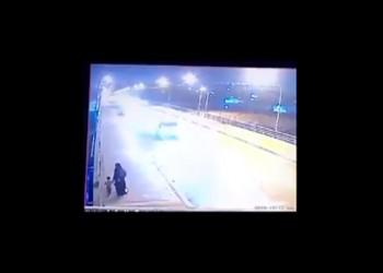 جريمة بشعة.. عراقية تلقي بطفليها من فوق جسر في نهر دجلة (فيديو)