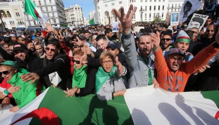 الجزائريون يتأهبون لاستفتاء الدستور وسط رفض من الثوار والإسلاميين