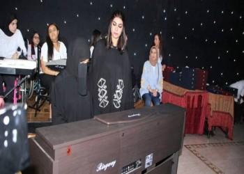 ريم المبارك.. أول معلمة كويتية تعلم الصم عزف الموسيقى